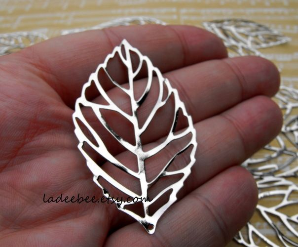30 Silver Tone Leaf Pendants. Starting at $1 on Tophatter.com!