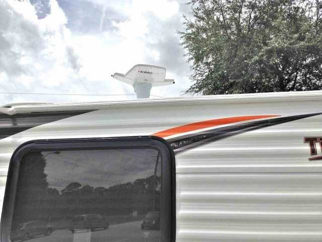 """2016 New Travel Lite 770 Truck Camper in Florida FL.Recreational Vehicle, rv, WE ARE THE CHEAPEST DEALER IN THE SOUTHEAST ON THIS BRAND NEW 2016 SLIDE IN 770 Super Lite by Travel Lite. PRICED @ JUST OVER FACTORY INVOICE and is designed for 1/2-ton trucks and larger. This campers will extend past the bumper of a 6' 6"""" truck bed by a few inches and will sit approximately 5"""" in front of the rear of an 8' truck bed. RV weight (lbs) is only 1335, exterior length is 12' 6"""", Floor 7' 7"""" exterior…"""