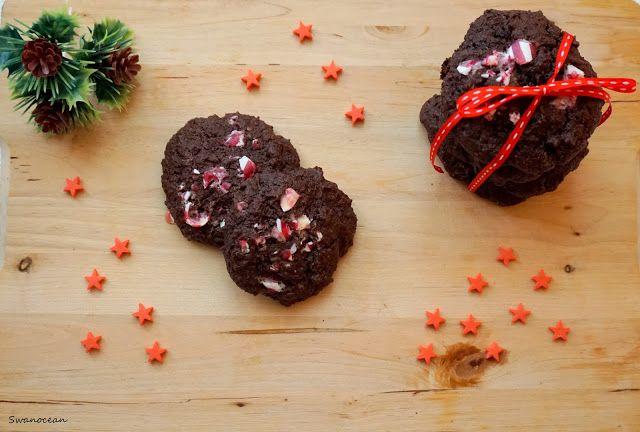 Swanocean: Chocolate cookies with candy cane chunks-Σοκολατένια μπισκότα με κομμάτια γλυφιτζουριού