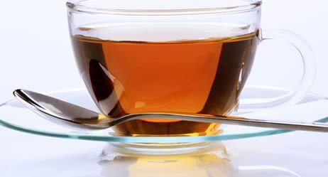 Heiße Drinks ohne Promille: Ingwer-Trauben-Tee Durch seine Schärfe wirkt Ingwer wärmend und anregend – ideal als Zutat für ein Getränk gegen die Winterkälte