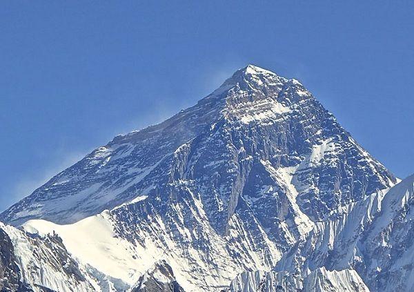 中國和尼泊爾之間的邊界: 世界上最高的山,山的頂峰。珠峰,就是中國跟尼泊爾的邊界。 (Boundary between China and Nepal)