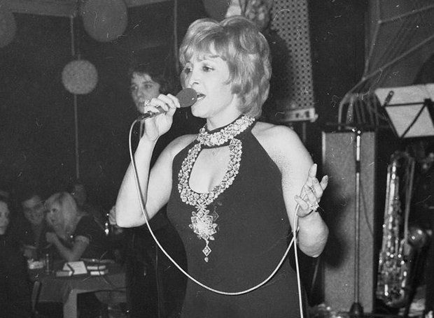 Ελληνίδα τραγουδίστρια, μία από τις σημαντικότερες φωνές του λαϊκού τραγουδιού.