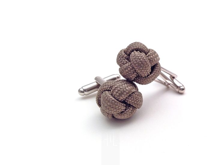 Cufflink in taupe paracord rope perfect for special happenings, handmade in Italy by FMLdesign.