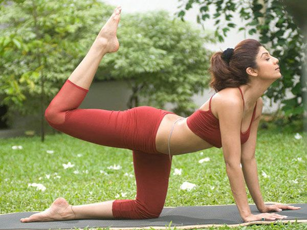 Follow These Simple Yoga Poses, If You Want To Attain A Fit Body Like Shilpa @TheShilpaShetty #yogaposes #fitness #bollywood