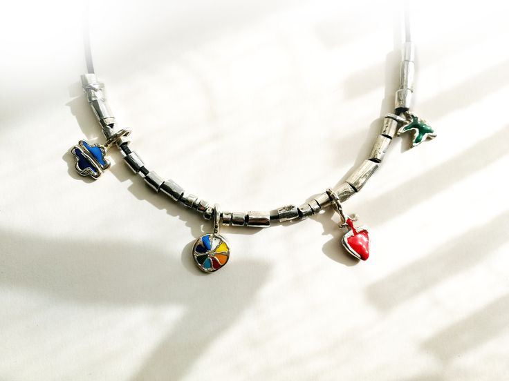 "Contemporary jewelry, limited collection ""Persona"".  Necklace 40 cm Silver and cold email. Anayd Blu"