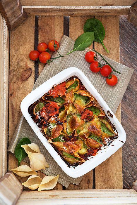 Náplň a omáčku si stihnete přichystat, mezitím co se vaří těstoviny; Mona Martinů