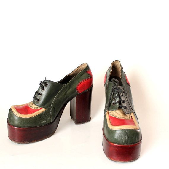 1970s platform shoes . Eldita's shoes made in Italy . glam leather platform shoes . APPROX size 6.5, 7 or 7.5