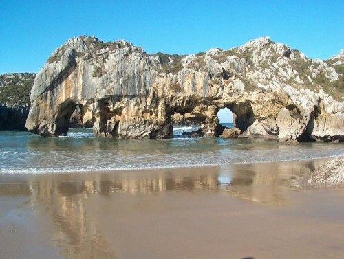 10. Playa de Cuevas del Mar, Asturias