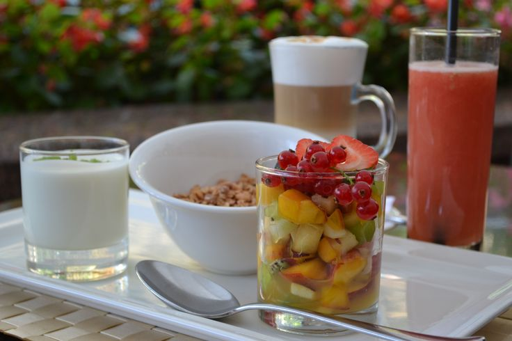 """Opera Hotel (http://www.opera-hotel.com/restaurants-en.html) invites you for their new healthy, low-calorie Fitness Breakfast """"DIVA"""" now available at Lobby Lounge and Bellini's Bar. Every morning from 6:30 till 11:00 treat yourself to fresh juice of your choice, fruit salad, muesli & berries, yoghurt and tea or coffee for only 169 UAH.  Visit Opera Hotel for the next Fryday W, September 18: https://www.facebook.com/events/334511216692728/"""