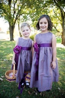 Want to make your own flower girl dresses?  Cute little flower girls in handmade purple dresses!