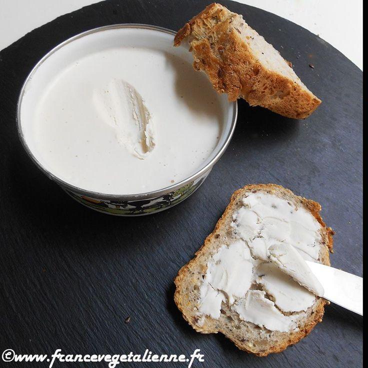 Voici du beurre végétal hyper simple à faire et presque aussi vrai que le «vrai»! Pas besoin de lécithine de soja, de gomme de guar ou autres ingrédients compliqués. Ici, suffisent: noix de cajou, huile de coco désodorisée, eau, huile d'olive et sel. Pratique, ce «beurre» se tartine à merveille: sur une biscotte, un toast, de la brioche. Il peut entrer dans la composition de pâtisseries dont les plus réputées en matière d'utilisation de beurre sont bretonnes, kouign amann en tête. Ma...