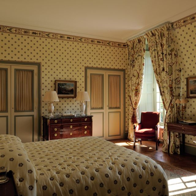 Another beautiful bedroom inside the château located nearby Paris, Fontainebleau.    #luxuryhouse#luxurylife#luxuryliving#luxurytravel#luxurystyle#luxurydesign#luxuryhome#luxuryproperty#luxuryvilla#thegoodlife#luxury#traveler#travel#privatevilla#chateaux#castles#Rich#boss#Fontainebleau#castle