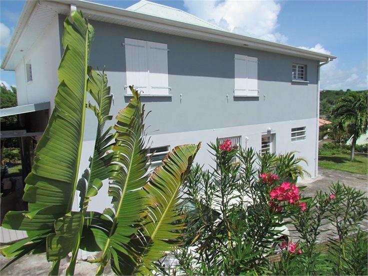 Très jolie villa à vendre chez Capifrance à Sainte Anne en Martinique.     > 170 m², 7 pièces dont 5 chambres et un terrain de 571 m².     Plus d'infos > Karine Falise, conseillère immobilière Capifrance.