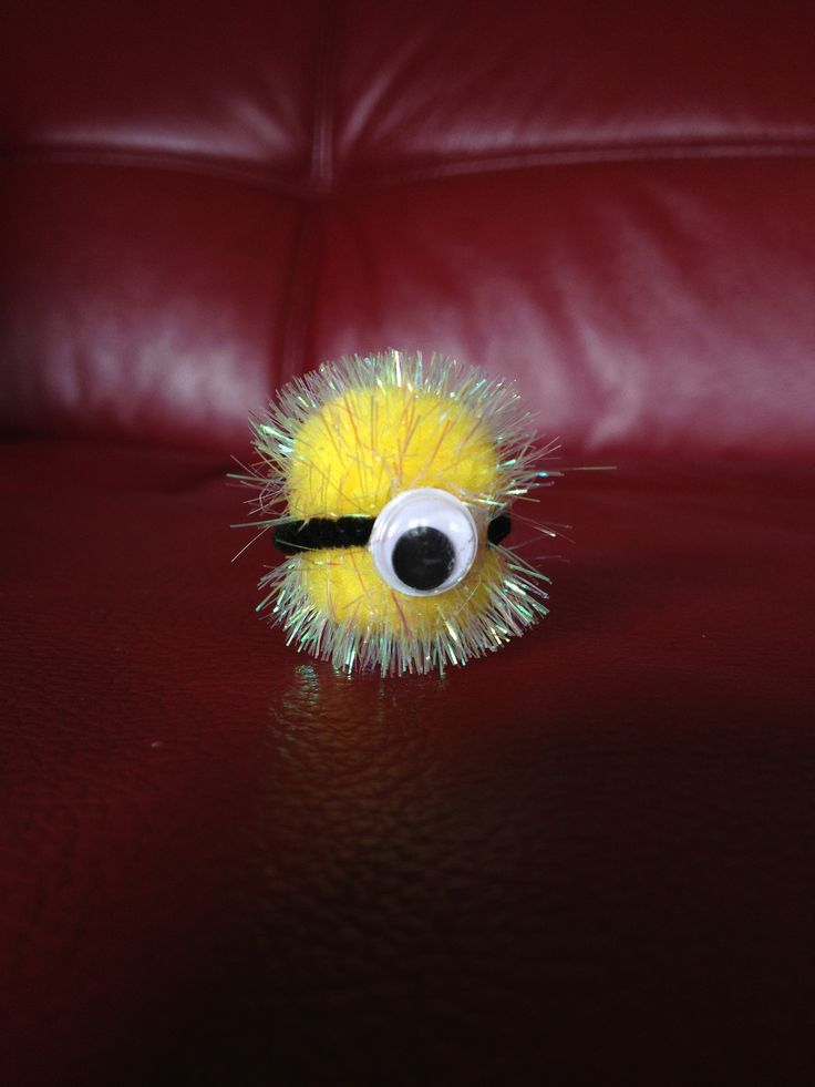 Mini Minion. Super simple DIY craft for kids (or adults ... It's so cute it'll make you want one of your own). All you need is a Pom Pom, a black pipe cleaner, a googley eye, and a glue dot. Create all sorts of little minion monsters using bigger Pom Poms, more googley eyes, maybe even a tennis ball for the body and shortened toilet paper rolls for goggles.