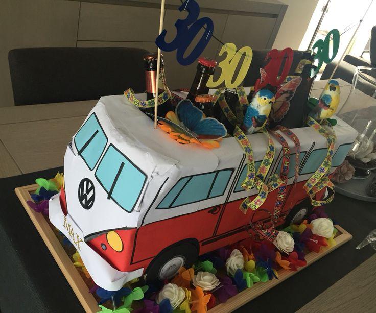 Zelfgemaakte VW T1 bus opgevuld met bier voor een 30ste verjaardag!