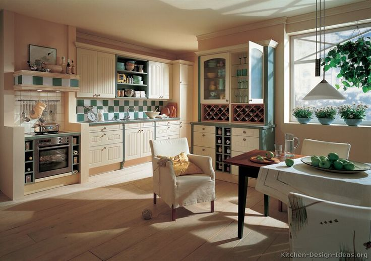 Traditional Two-Tone Kitchen Cabinets  #01 (Alno.com, Kitchen-Design-Ideas.org)