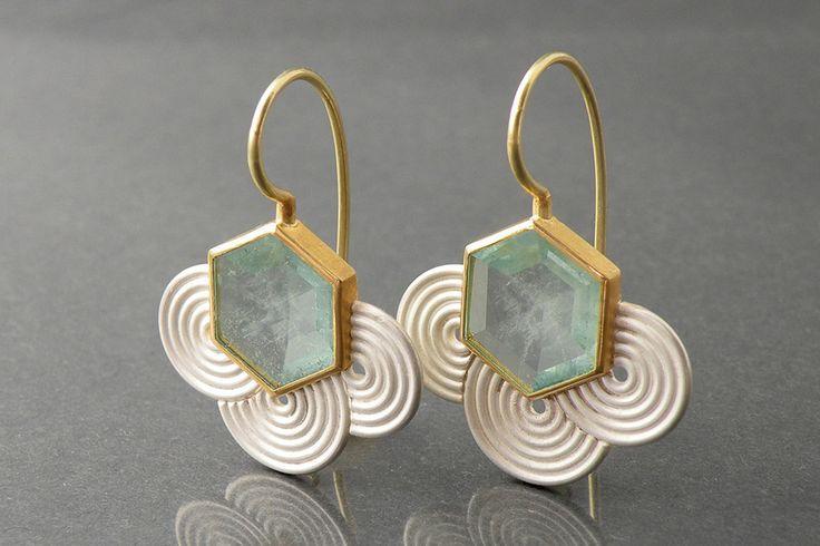 Stunningly beautiful earring design. Chris Carpenter @ cosmima