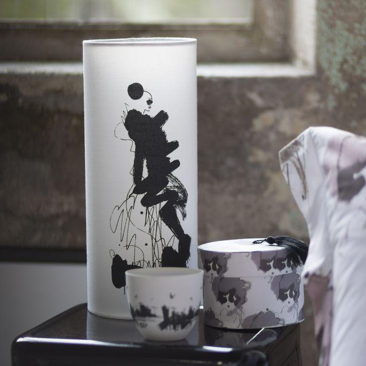 Bordslampa La Parisienne och förvaringsbox Mme Couture från kollektionen Paris, please by Lovisa Burfitt. Finns i begränsad upplaga.
