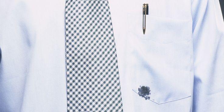 As manchas de canetas são extremamente desagradáveis, principalmente quando mancham uma roupa. No entanto, não existe dificuldade para remover, basta confe
