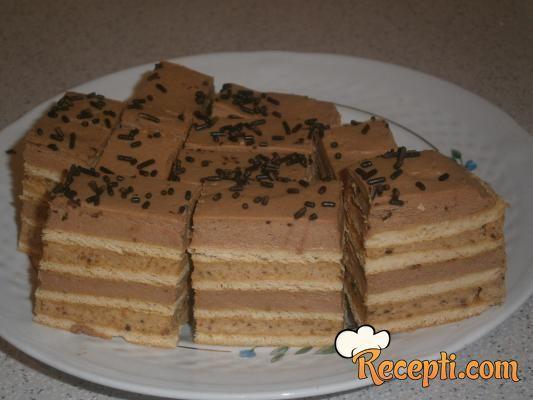Recept za Posnu tortu sa medenim koricama. Za spremanje torte neophodno je pripremiti sojino mleko, vodu, puding, šećer, margarin, čokoladu, lešnik, korice.