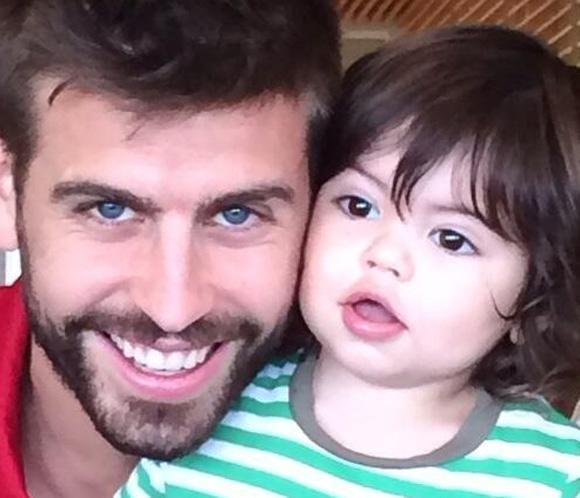 Shakira felicita a Piqué por el Día del Padre con una bonita imagen de su hijo Milan #sociedad #música #fútbol