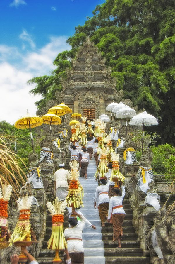 To the Kehen temple Bali