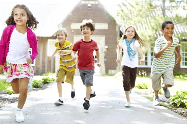 Outdoor Party Games for Kids - Steal the Bacon