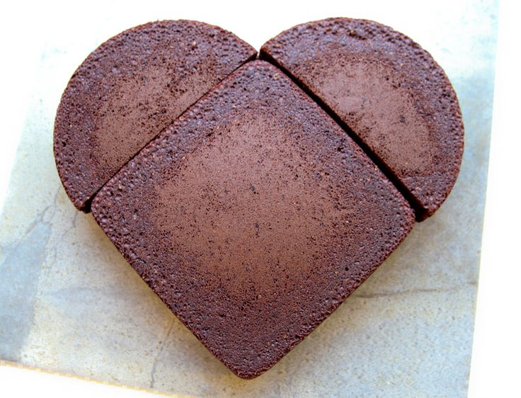 Tutorial: How to make a heart shaped cake when you do not have a heart shaped cake pan!