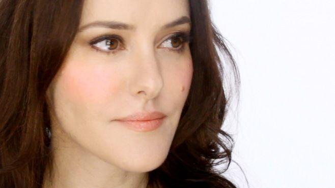 Chanel - Lisa Eldridge İle Yıldönümü İçin Makyajı Yapımı - Chanel makyaj uzmanı Lisa Eldridge ile yıldönümü için makyajı tekniği (First Date Makeup Video)