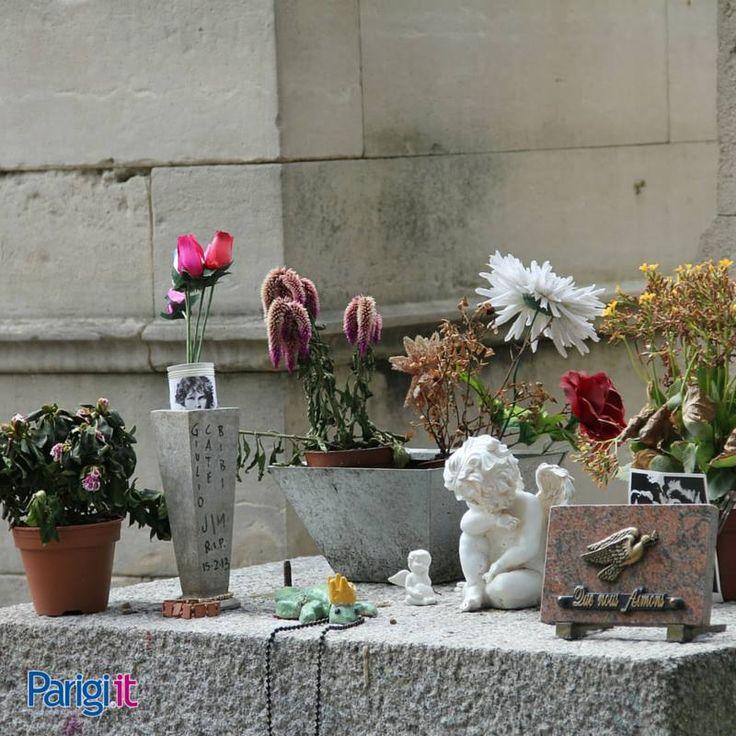 Père-Lachaise, il cimitero più famoso di Parigi e uno dei cimiteri monumentali più grandi d'Europa, dà l'eterno riposo a famosi personaggi come Oscar Wilde, Jim Morrison, Edith Piaf e Maria Callas.