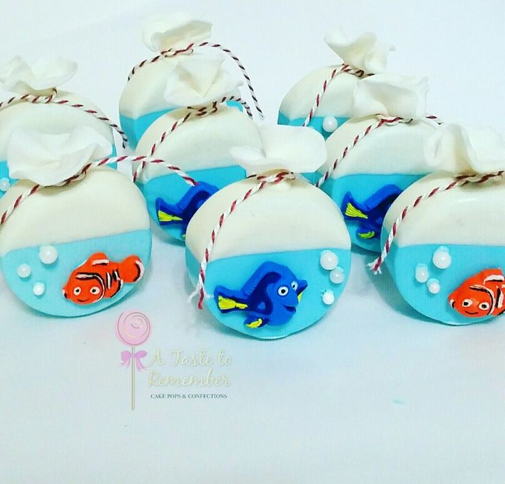 Fish in a bag inspired Finding Nemo and Finding Dory chocolate covered oreos