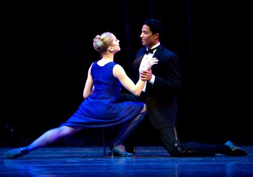 Carla Kîrbes e Karel Cruz Pacific Northwest Ballet (foto di Angela Sterling)