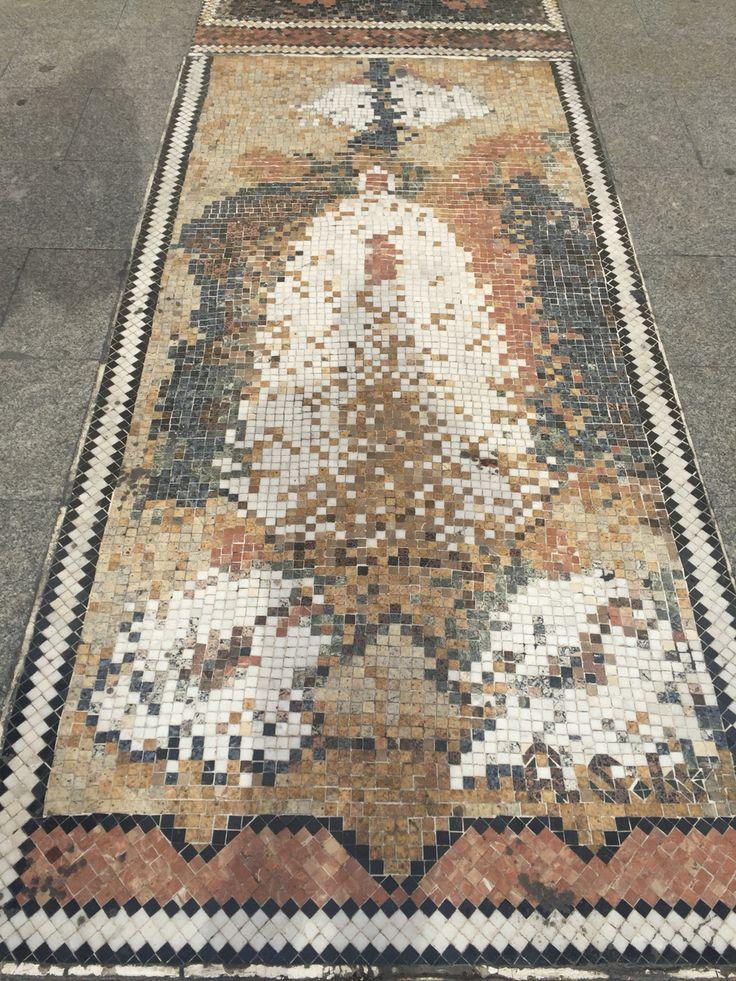 Mosaico de la Coronación del Misteri d'Elx de Antonia Soler en la Plaça de Baix.