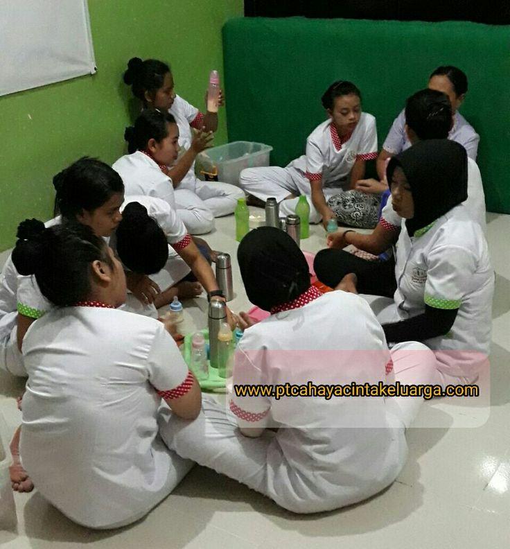 Kami akan membantu menyediakan menyalurkan #babysitter #pengasuhanak #perawatbalita #susterbayi #nanny profesional k keluarga anda. www.ptcahayacintakeluarga.com