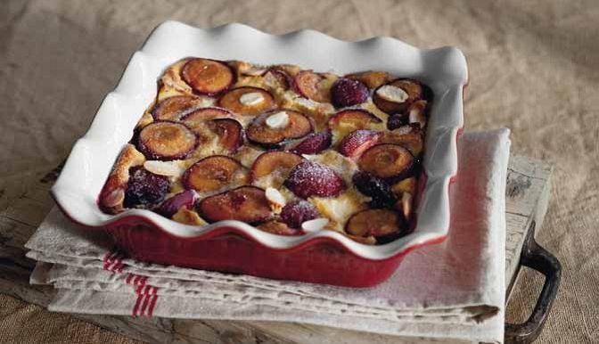 Побалуйте себя и близких французским десертом - клафути, который можно приготовить с разными фруктами или ягодами