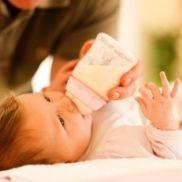 Детские бутылочки  Выбирая бутылочки для дочки, прежде всего была важна безопасность, качество материала и удобство пользования. Нужна была бутылочка, не вызывающая колик. Кроме того, мы много путешествуем, поэтому я купила несколько дорожных вариантов.   http://www.ratingman.com/rating/detskie-butyilochki/page-1/