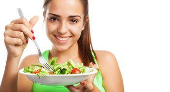 1dicas para comer saludablemente  3Oct 2014  Depois de anos de consumir fast-food e snacks carregados de calorias você está pronta para adotar uma alimentação mais saudável? Se quiser reduzir seu risco de desenvolver diabetes ou doenças cardíacas (e acima de tudo deseja levar uma vida longa saudável e feliz) você tem que começar a carregar seus pratos com refeições completas e nutritivas.  Sabemos que não é fácil começar a comer bem de repente por isso te convidamos a fazer pequenas mudanças…