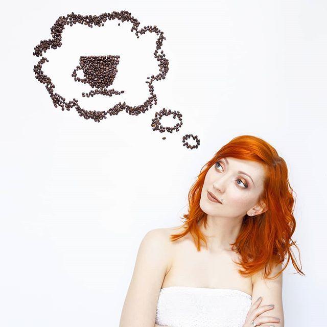 Po krótkiej przerwie miłość do kawy wróciła ze zdwojoną siłą  Moja pierwsza myśl o poranku :)  O wiem! Na moim stories jeszcze przez kilka godzin dostępny będzie poradnik jak wybrać obiektyw. Jeśli planujesz zakup a zupełnie nie wiesz co i jak i jaki to wpadaj prędko.  Cudnej soboty!! : . . . #creativephotography #creativity #conceptual #coffeeshots #conceptualphotography #modernphotography #photoshoot #jestrudo #artofphotography #artphotography #creativephotographer #candyminimal…