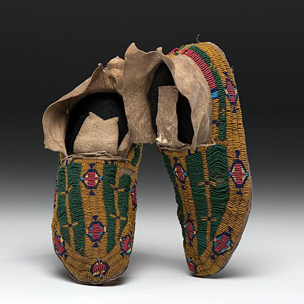 Southern cheyenne pictorial beaded moccasins mo ccasins for Cheyenne tribe arts and crafts