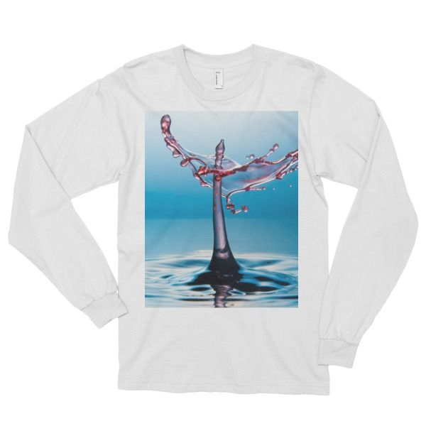 This long-sleeved t-shirt is made of the ultra-smooth American Apparel cotton, and adds the sensibility of long sleeves. The sleeves are cuffed at the h ...