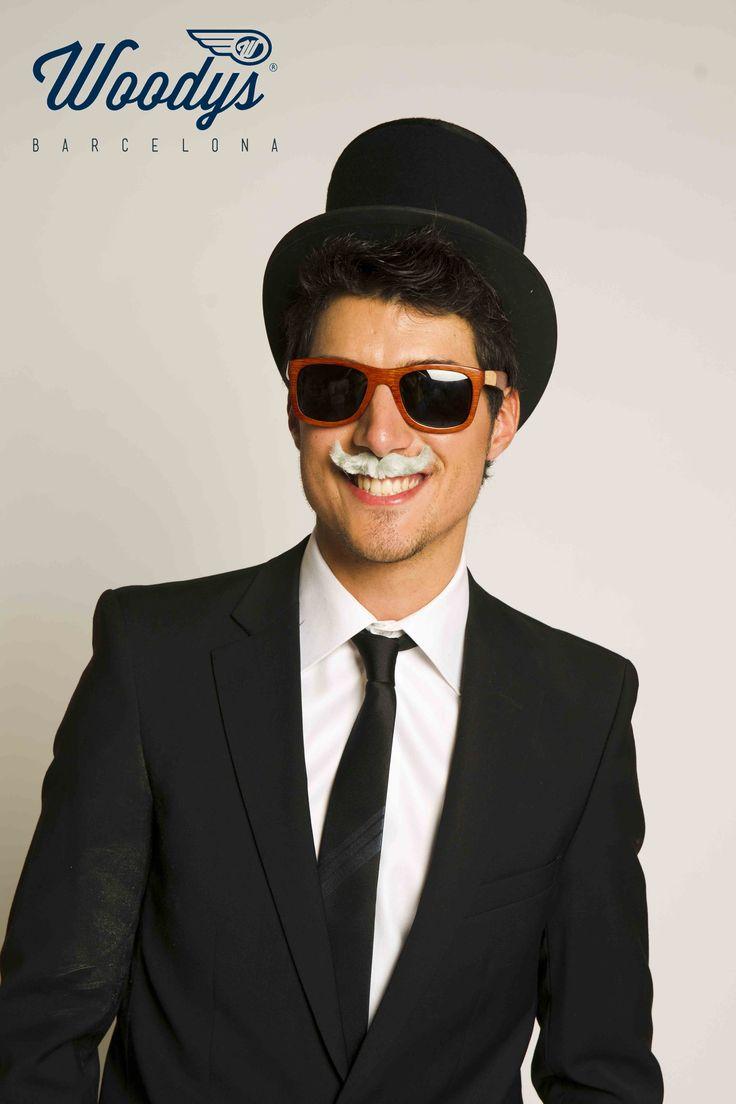 Mustache Time by Woodys Barcelona #felizlunes #mustache #buenosdias #woodysbarcelona #gafasmadera #barcelona