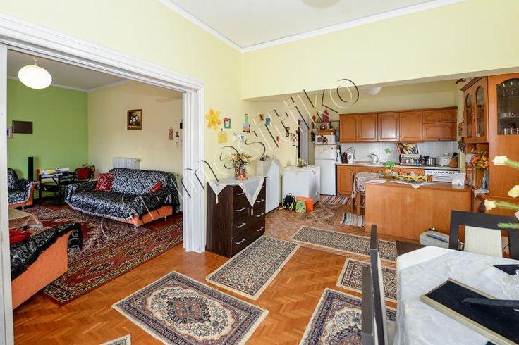 Πωλείται διαμέρισμα σε διπλοκατοικία στη περιοχή της Kαλλιθέας.