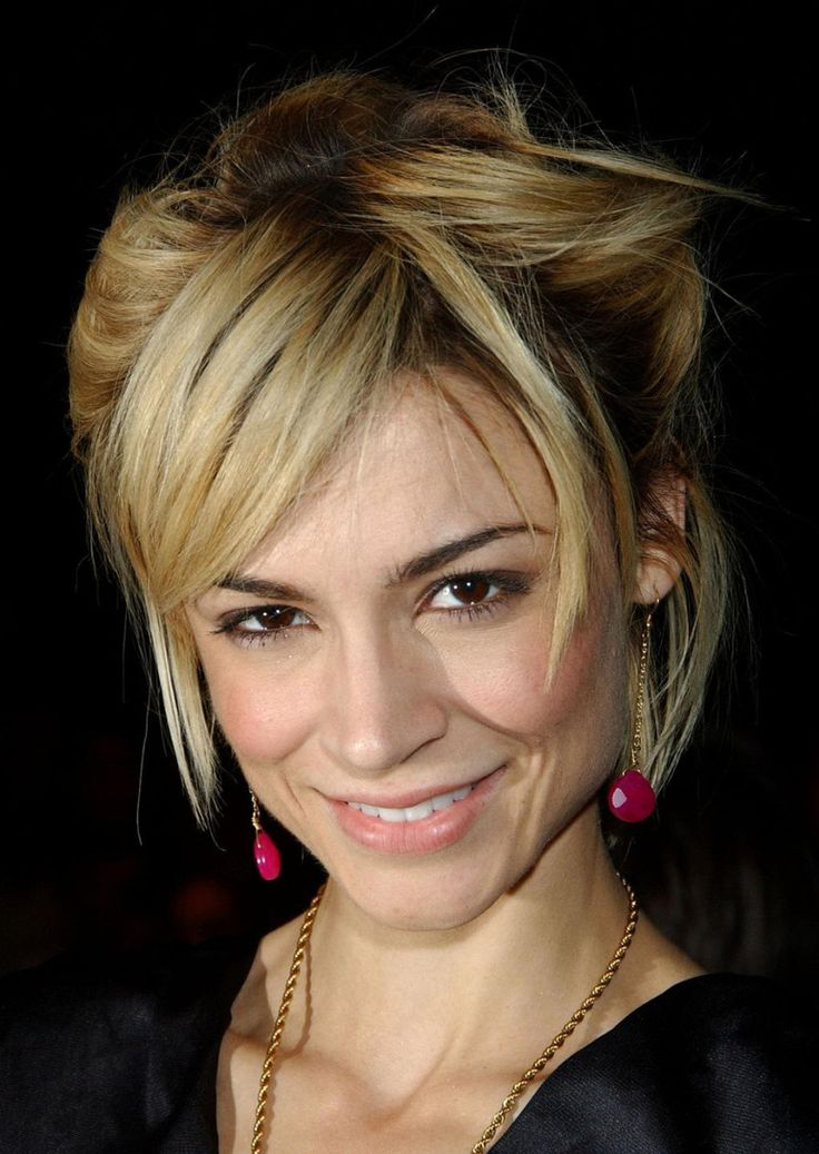 The 25 Best Ideas About Samaire Armstrong On Pinterest Pixie Crop Growing Out Pixie Cut And