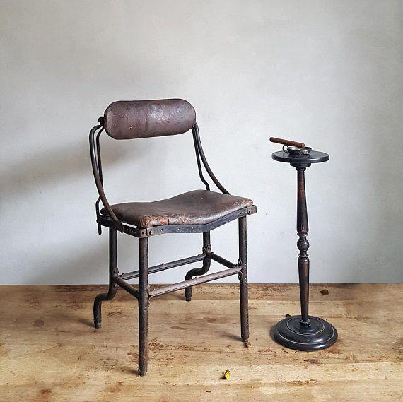 Sedie In Ferro Vintage.Antica Sedia Industriale In Ferro E Imbottitura In Vera Pelle