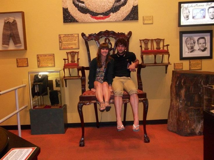 Giant chair - Ridleys museum Florida