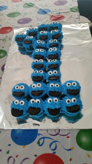 Corben's 1st birthday Cookie Monster cupcakes.