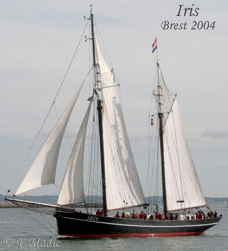 Iris est un ancien harenguier néerlandais en acier.