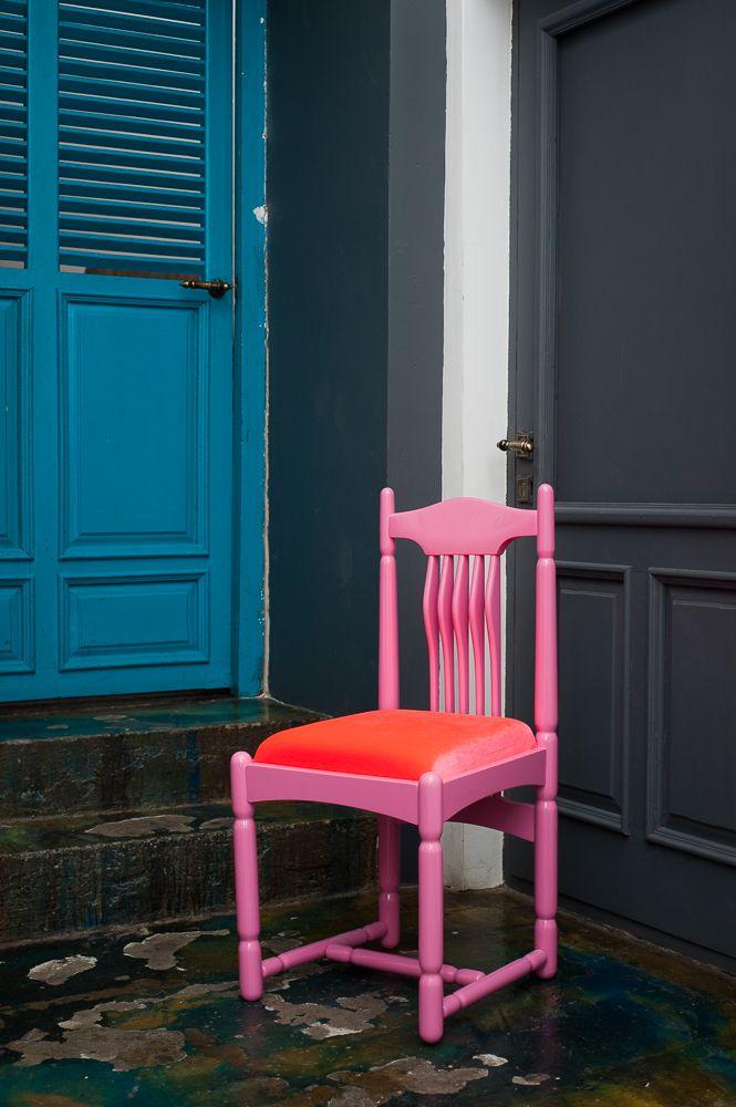 Кто сказал, что розовый - это детский цвет? Ничего подобного! В помещении, оформленном в пастельных тонах или темном цвете,  розовые стулья гармонично вольются в цветовой фон или станут ярким цветовым акцентом. Стул дизайнера Сергея Максименко