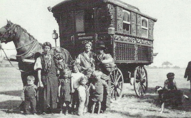 A gypsy family and their wagon epsom downs 1938 simon for 2b cuisine epsom downs
