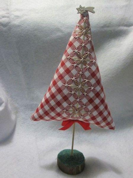 Chicken scratch Christmas tree. Tutorial per l'ennesino alberello semplice e veloce - a broderie suisse